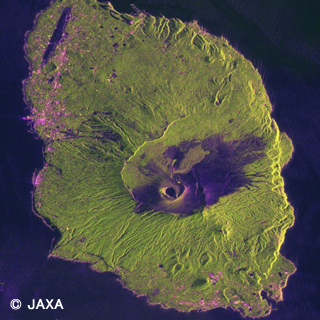 Observation image of Izuoshima Island by PALSAR-2