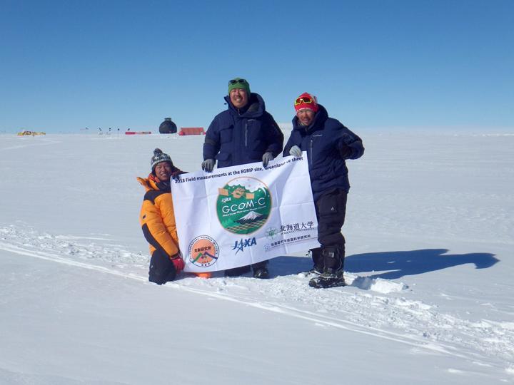 しきさい雪氷検証チームのメンバー(左から的場助教、島田研究開発員、庭野主任研究官)